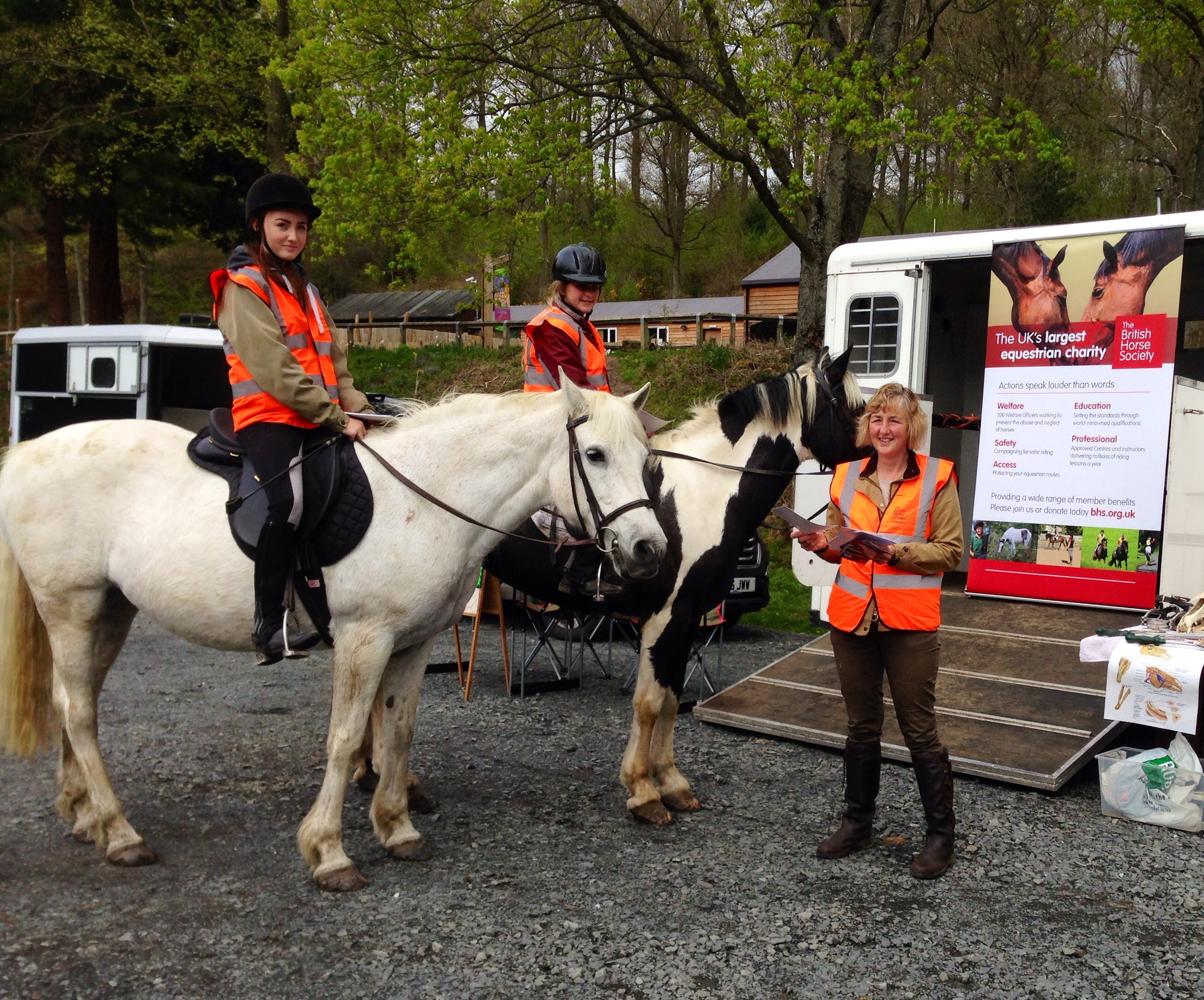 Tracey Hull of HRA talks to young riders in the forest